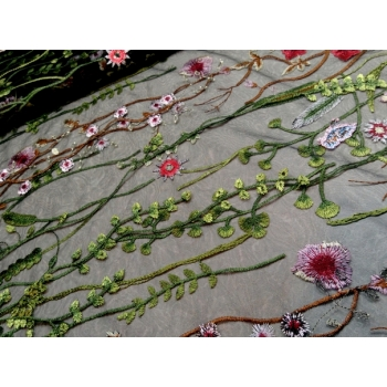 pits lilled mustal tüllil.jpg